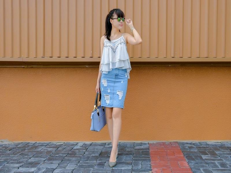 Tự tin, năng động cùng những cách phối chân váy Jean cho nàng